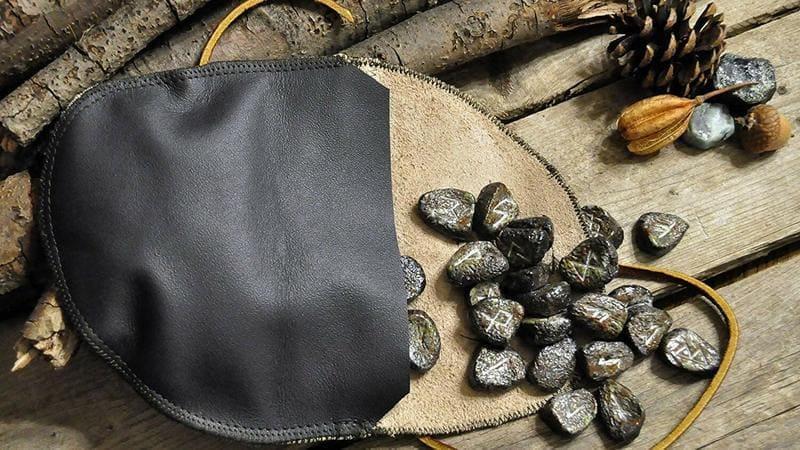 cómo hacer tus propias runas vikingas piedra