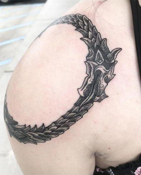 tatuaje serpiente muerde cola Jörmundgander