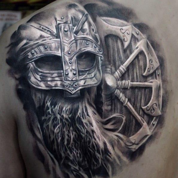 tatuajes artísticos vikingo casco y escudo