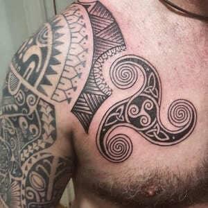 tattoo vikingo brazo