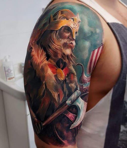 tatuajes para el hombro y brazo vikingo