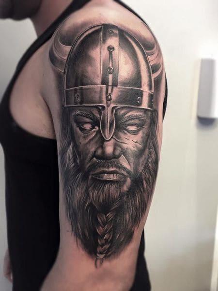 tatuajes personalizados cara vikingo