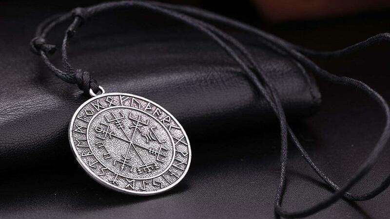 comprar colgantes runas y simbolos vikingos